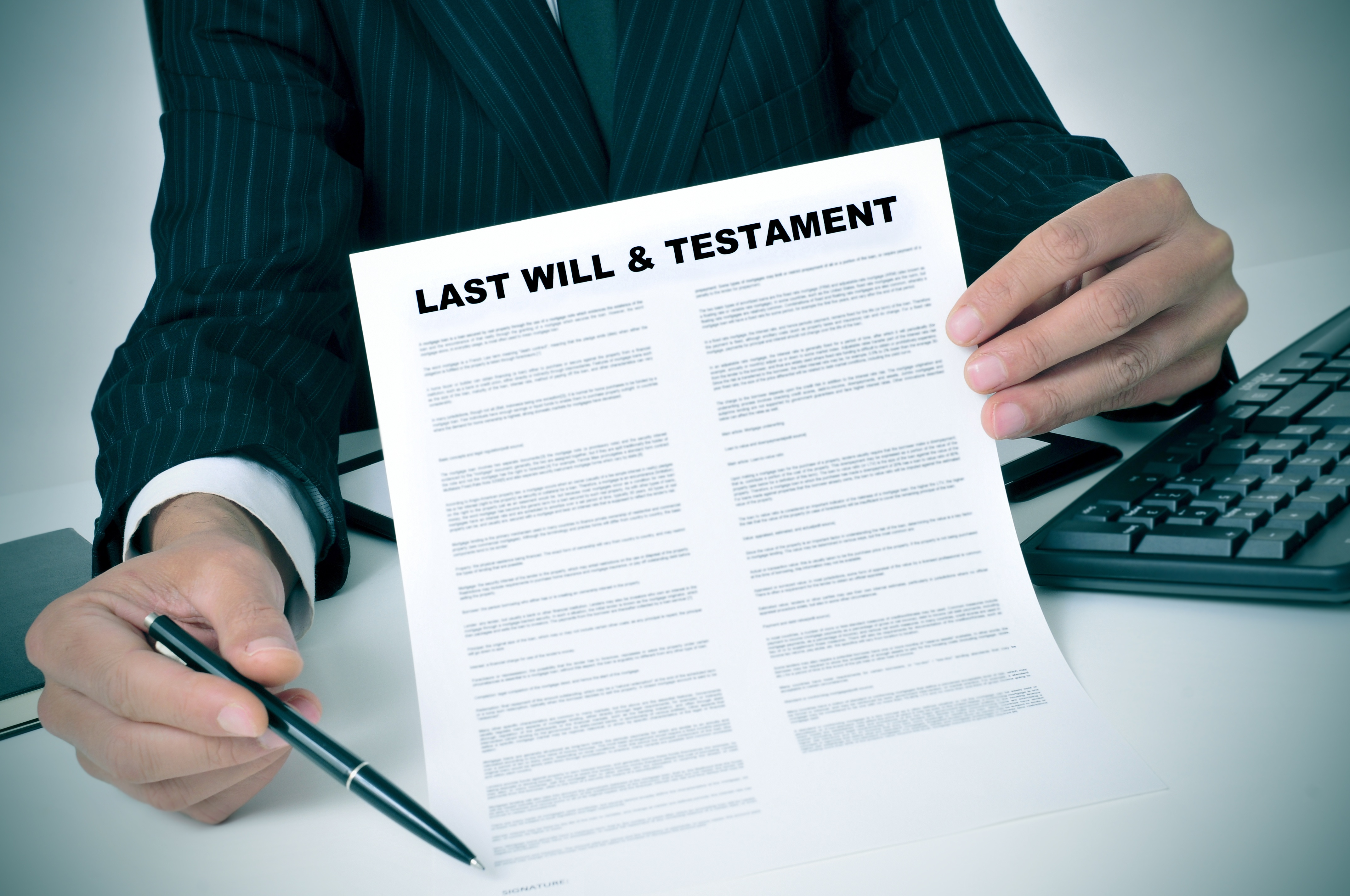 what is the difference between a trust and a will
